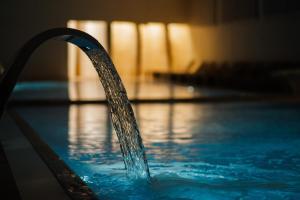 Bazen u ili blizu objekta Hotel Barcode Wellness & Spa