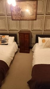 A bed or beds in a room at The GAINSBOROUGH ARMS
