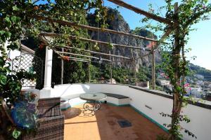 A balcony or terrace at Hotel Relais Villa Annalara
