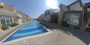 A piscina localizada em شاليه فنيسيا2 ou nos arredores