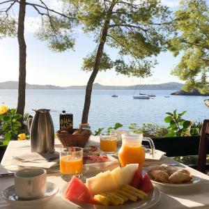 Frukostalternativ för gäster på Hotel Cala Fornells