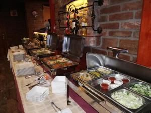 Hotel Írisz餐廳或用餐的地方