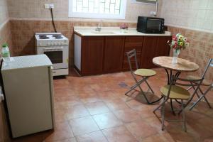 A cozinha ou cozinha compacta de Al Alya Hotel
