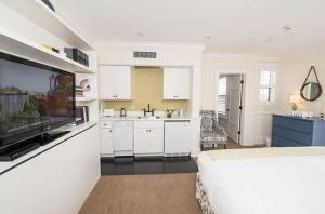 A kitchen or kitchenette at The Nantucket Hotel & Resort