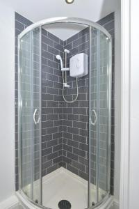 A bathroom at Townhouse @ Brunswick Place Stoke