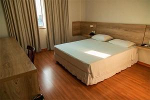 Cama ou camas em um quarto em Catuai Hotel