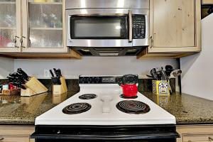 A kitchen or kitchenette at 7021SH89 - Peaceful West Shore Condo