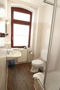 Ein Badezimmer in der Unterkunft Kapitänshaus Lassen - Zimmer Amistad