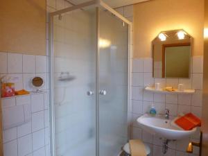 """Ein Badezimmer in der Unterkunft  Ferienwohnung """"Meeresbrise"""""""