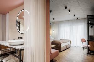 A bathroom at Hotel Sonne