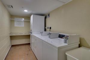 A bathroom at Holiday Inn Resort Orlando - Lake Buena Vista, an IHG Hotel