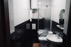 A bathroom at Evropeyskiy