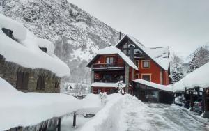Hotel Mauberme during the winter