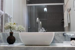 A bathroom at Aquabarra Boutique Hotel & Spa