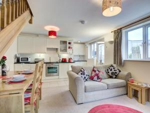 A seating area at Luxurious Holiday home in Wadebridge with garden