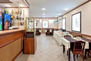 Ресторан / где поесть в Гостиница Дубки