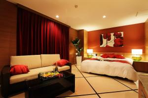 A bed or beds in a room at Hotel Vert (Love Hotel)