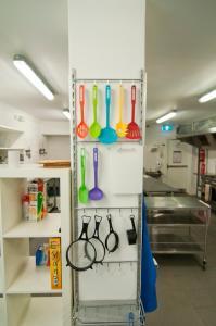 A kitchen or kitchenette at Kangaroo Inn