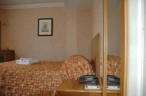 A bed or beds in a room at Preston Park Hotel