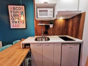 A kitchen or kitchenette at Exclusivo apartamento en Triana junto al centro