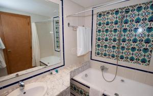 Een badkamer bij Mahdia Palace