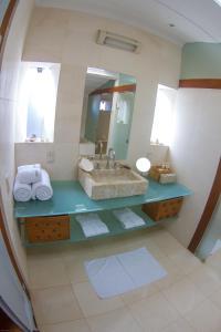 Um banheiro em Casa Colonial Paraty CASA SIMONE POUSADA