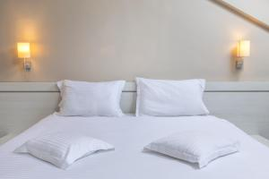 A bed or beds in a room at Alex&George Boutique Hotel