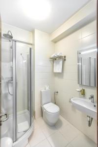 A bathroom at Alex&George Boutique Hotel
