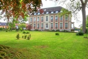 A garden outside Chateau de Moulin le Comte