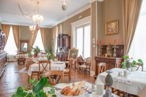 A restaurant or other place to eat at Chateau de Moulin le Comte