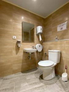 Un baño de Hostal Restaurant Casa Comaulis