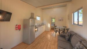 A seating area at Killarney View Cabins and Caravan Park