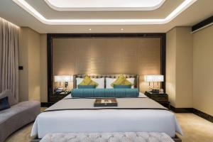 A bed or beds in a room at Narcissus 88 Boutique Hotel Jeddah
