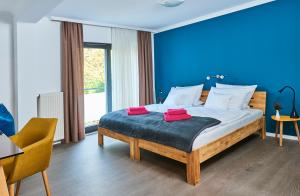 Ein Bett oder Betten in einem Zimmer der Unterkunft SCHLAFGUT! HOTEL-WILL.ICH Garni