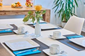 Ein Restaurant oder anderes Speiselokal in der Unterkunft SCHLAFGUT! HOTEL-WILL.ICH Garni