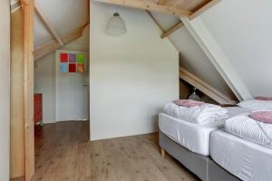 Een bed of bedden in een kamer bij Villa Leeuwerik (4-12 p.)