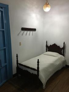 A bed or beds in a room at Casa Hotel El Compadre