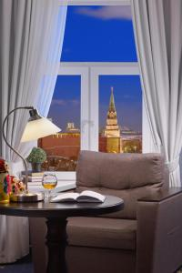 A seating area at MIRROS Hotel Moscow Kremlin (ex. Veliy)