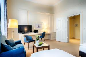 A television and/or entertainment centre at Welcome Hotel Residenzschloss Bamberg