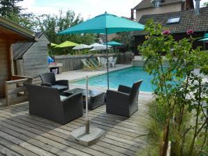 Der Swimmingpool an oder in der Nähe von Villa Rosa Trois Epis