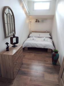 Postel nebo postele na pokoji v ubytování CHiLL N GRiLL APARTMENT