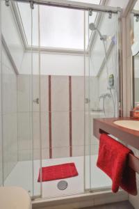 A bathroom at Hotel Condor