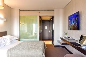 Een bed of bedden in een kamer bij Porto Palácio Hotel by The Editory