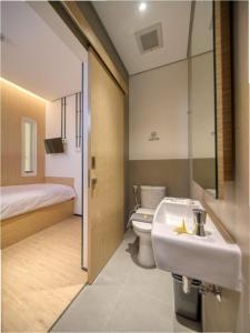 A bathroom at Cool Living