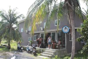A restaurant or other place to eat at Monkey Samui Hostel