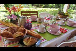 Options de petit-déjeuner proposées aux clients de l'établissement Villa Bel'Ombre - Chambres d'hôte