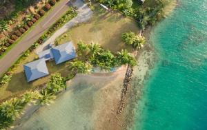 Uma vista aérea de Le Neliza Beach Lodge Raiatea