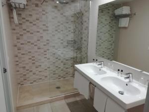 A bathroom at Hostal Es Pi - Formentera Vacaciones