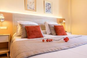 A bed or beds in a room at VIVA Blue & Spa