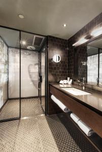 Een badkamer bij Pentahotel Hong Kong, Kowloon